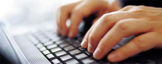 Escribiendo en Internet para transmitir noticias