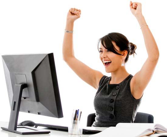 Chica ganando dinero con su blog gracias al trabajo constante