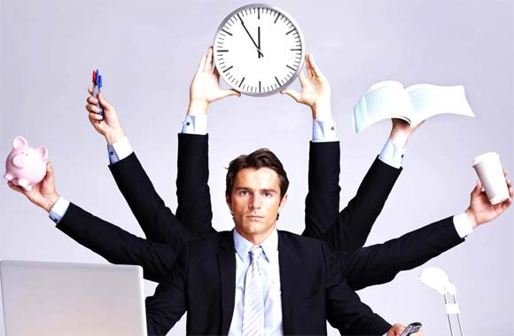 Emprendedor solitario que divide su tiempo
