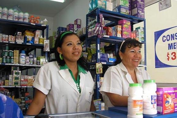 Vendedoras del Dr. Simi en Farmacias Similares